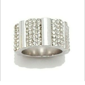 18k White Gold and Crystal Pave Scallop Ring